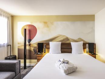 Hotel in bordeaux book your hotel mercure bordeaux for Hotels near bordeaux france