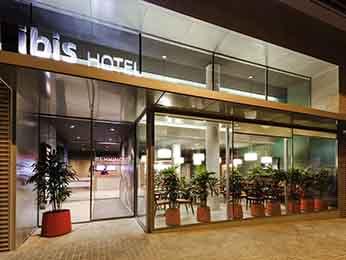 Hotel a barcelona prenota all 39 hotel ibis di barcellona for Ostelli barcellona centro economici