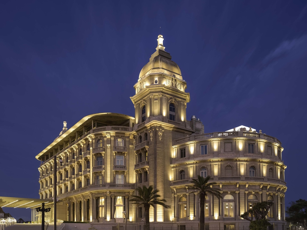 Experience the art of French hospitality at the Sofitel Montevideo Casino Carrasco & Spa hotel. Located in the Carrasco neighborhood and overlooking the beach, the Sofitel Montevideo features 116 rooms and suites with first-class comfort and privacy, a unique So Spa concept, a large casino and a refined cuisine at 1921 Restaurant. All of this will take you back to the glamour of the turn of the 20th Century, perfect for guests traveling for leisure or business.