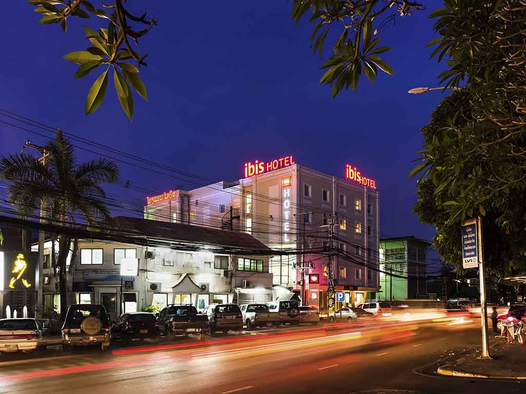15 minutes from Wattay International Airport and located in the heart of the city next to the Nam Phu Fountain, ibis Vientiane provides an excellent base from which to explore the nearby historical monuments, embassies, restaurants and Mekong Promenade. Enjoy a good night's sleep with ibis Sweet Bed, free WiFi and variety of TV channels with multi languages (English, French, Japanese, Korean & Thai). A 24-hour simple snack menu is available as well as buffet breakfast from 6.30AM.