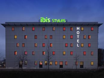 Hotel in valence cedex 9 ibis styles romans valence gare tgv for Hotel design valence