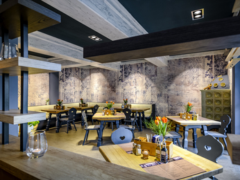 restaurant caf and bar at the ibis styles regensburg hotel in regensburg. Black Bedroom Furniture Sets. Home Design Ideas