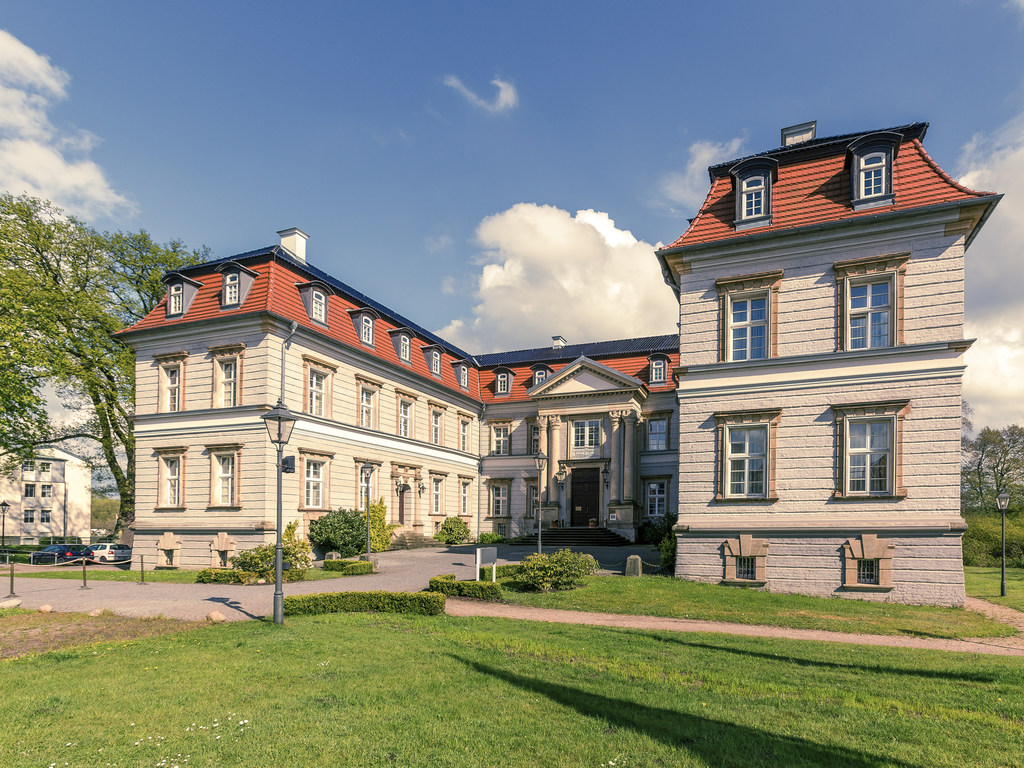 http://q.bstatic.com/images/hotel/max1024x768/749/74972561.jpg_mercure hotel schloss neustadt glewe