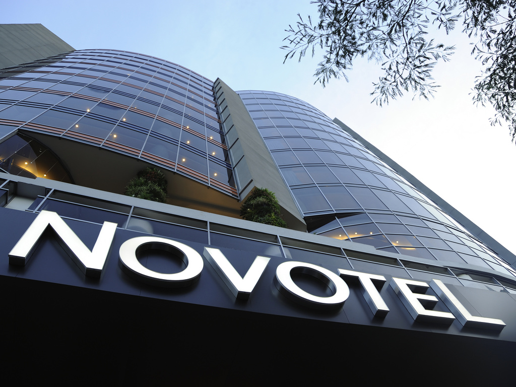 Book your stay at the Novotel Panama City hotel, in the center of the business district. Perfect for business trips or getaways. The two modular high-tech meeting rooms are suitable for any event. The spacious rooms have king-size beds, WiFi, a work area and superb views of the city. There is also free parking and a fitness center. Savor fantastic traditional dishes in the restaurant while you admire works by local artists. Enjoy art at Novotel.